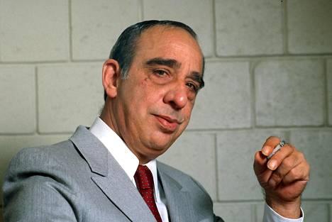 Mafiapomo Carmine Persico poseerasi kuvaajalle oikeudenkäynnin aikaan New Yorkissa syyskuussa 1986.