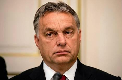 Unkarin pääministeri Viktor Orbanin suunnittelemat veronkorotukset kummastuttavat Unkarissa. Maassa on järjestetty mielenosoituksia huonoa hallintoa, veronkorotuksia ja korruptiota vastaan.