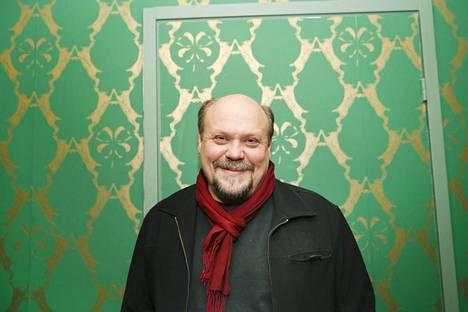 Aiemmin kaksi esseitä julkaisseen Hannu-Pekka Björkmanin lehtikolumnit koottiin kirjaksi.