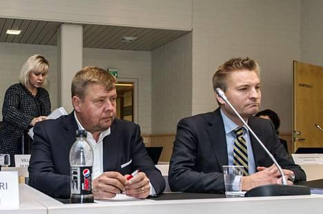 Talvivaaraa johtanut Pekka Perä (vas.) on ollut syytettynä useissa oikeudenkäynneissä. Kuva on otettu ympäristörikoksia koskeneessa Rovaniemen hovioikeuden istunnossa lokakuussa 2017.