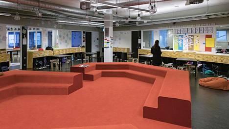 Helsingin Kalasataman peruskoulusta tulee rakennustöiden valmistumisen jälkeen yhtenäiskoulu 1-9-luokkalaisille. Vuonna 2016 aloittaneessa peruskoulussa on toistaiseksi luokat 1-5:een.