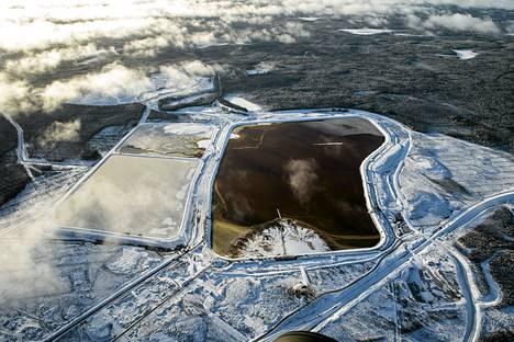 Talvivaaran vuotava kipsisakka-allas marraskuussa 2012.