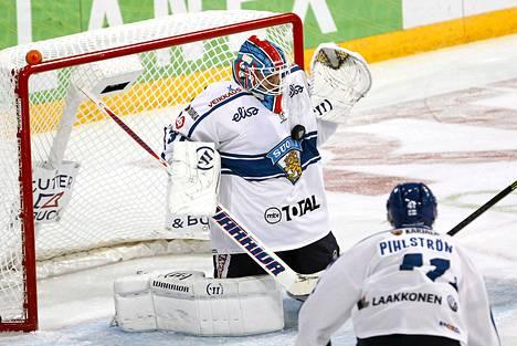 Juha Metsola torjui vakuuttavasti Karjala-turnauksen avausottelussa.