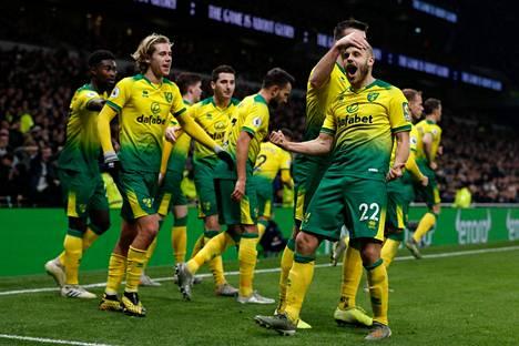 Teemu Pukki ja muut Norwichin pelaajat tuulettivat 22. tammikuuta 2020 Valioliigan ottelussa, kun Pukki oli tehnyt maalin Tottenhamin verkkoon.