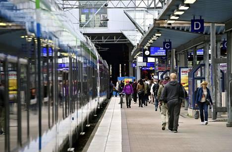 Ratapihan ensimmäisen vaiheen työt vaikuttavat Pasilassa ensimäiselle ja toiselle raiteelle pysähtyviin juniin.