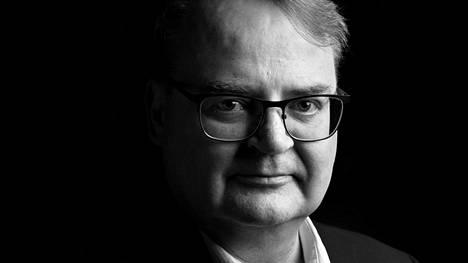 HS 20191023 Kolumnikuva pääkirjoitustoimittaja Juha Akkanen. Kuva: Outi Pyhäranta / HS