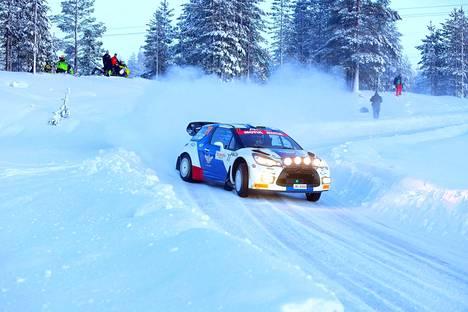 Valtteri Bottas kurvaili viime vuoden tammikuussa Arctic Rallyssa, jonka maisemissa myös MM-ralli ajetaan.