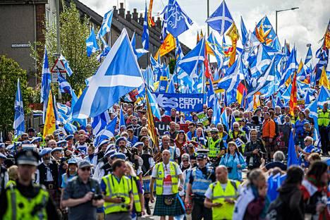 Skotlannin itsenäisyyden kannattajat marssivat Perthissä viime syyskuussa.