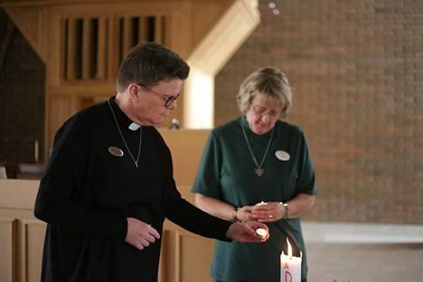 Pastori Anna Karlsson ja diakoni Birgitta Johansson pitävät Vetlandan lähetyskirkon ovia avoinna sunnuntaihin saakka.