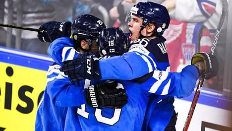 Mikko Rantanen (oik.) teki Suomen avausosuman, joka jäi myös voittomaaliksi.