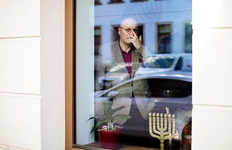 Samana iltana, kun äärioikeisto viime elokuun lopussa lähti Chemnitzissä kadulle, uusnatsit yrittivät hyökätä Uwe Dziuballan juutalaiseen ravintolaan.