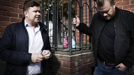 Suomalaiskaverukset Tommi Lähde (oik.) ja Matti Pesonen päättivät perustaa The Other Danish Guy -firman, joka myy itseluottamusta lisääviä teknisiä kalsareita tölkeissä.