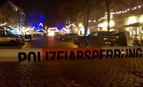 Poliisi tyhjensi joulumarkkinat pommiuhkan vuoksi Saksan Potsdamissa maan pääkaupungin Berliinin lähellä.