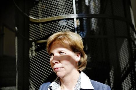 Rkp valitsee uuden puheenjohtajan sunnuntaina. Anna-Maja Henriksson olisi monen rkp:läisen mielestä paras valinta, koska hän tietää, miten politiikassa viedään eteenpäin pitkäjänteisiä ja monimutkaisia asioita.