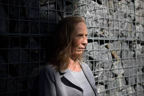 Kajaanin runoviikon taiteellinen johtaja Kati Outinen Kajaanissa kesällä 2019.