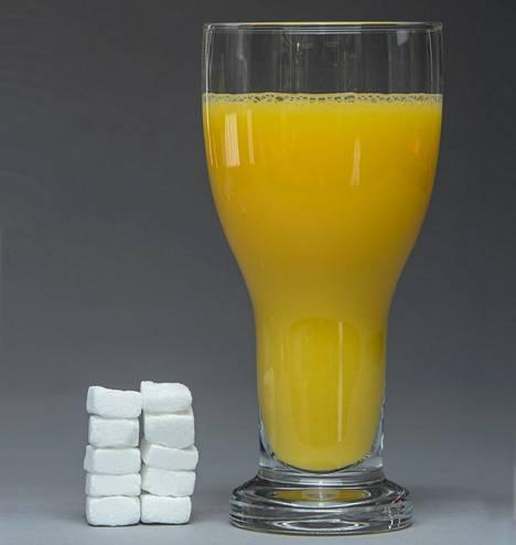 Lasillinen tuoremehua voi sisältää sokeria kymmenen palan verran. Lisäksi mehussa on hampaille haitallisia happoja.