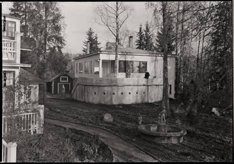 Isak Räsänen rakennutti tontilleen Isakin linnanakin tunnetun asuintalon. Kuva on 1940-luvun alkupuoliskolta.