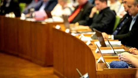 Porin kaupunginvaltuusto kokouksessaan ennen korona-aikaa marraskuussa 2019.