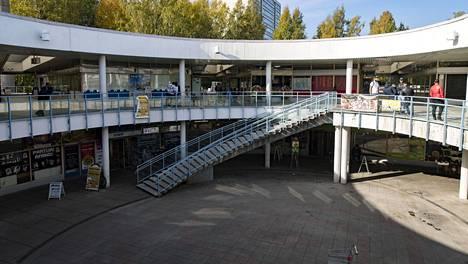 Itä-Helsingin Puotinharjussa sijaitsevan ostoskeskus Puhoksen vanha eli niin kutsuttu A-osa halutaan säilyttää. Atrium on vanhan osan sydän.
