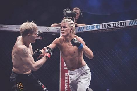 Patrik Pietilä (oik.) ottelee toisena suomalaisena Bellator-organisaation tapahtumassa. Kuva Cage 40 -tapahtuman ottelusta Mikael Nyyssöstä vastaan 9. syyskuuta 2017.