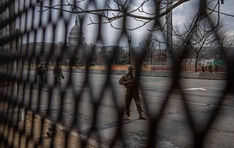 Keskiviikon virkaanastujaisiin mennessä Washingtoniin on tulossa yhteensä noin 25 000 kansalliskaartin sotilasta.