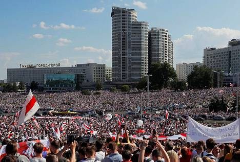 Opposition sunnuntainan mielenosoitus on ehditty julistaa itsenäisen Valko-Venäjän historian suurimmaksi. Osallistujia on arvioitu olleen yli 200 000.