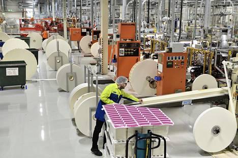 Huhtamäki laajentaa Kiinassa yritysostolla. Kuvassa yhtiön tuotantotiloja Hämeenlinnassa.