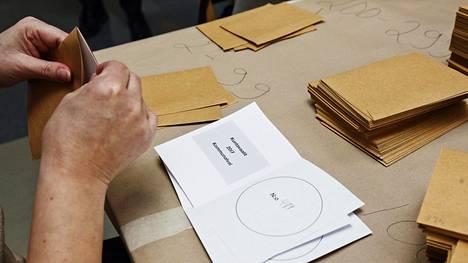Edellisten kuntavaalien ennakkoääniä laskettiin Kallion virastotalossa 9. huhtikuuta 2017.