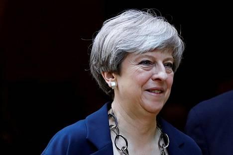 Pääministeri Theresa May jatkaa kamppailuaan asemansa puolesta.