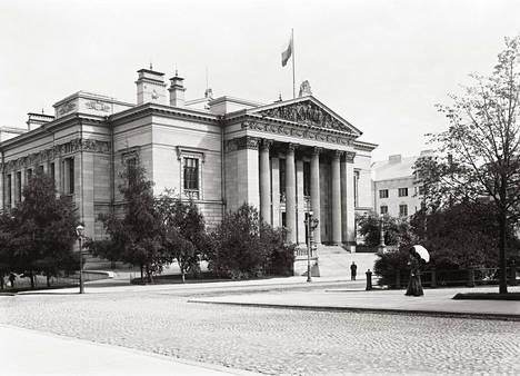 Gustaf Nyströmin suunnittelema Säätytalo otettiin käyttöön vuonna 1891.