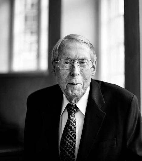 Jaakko Hintikka (1929–2015) teki merkittävän yliopistouran sekä Suomessa että Yhdysvalloissa.