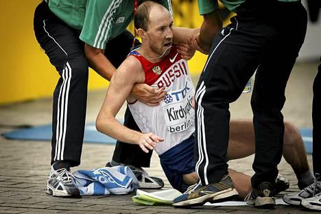 Sergei Kirdjapkinin jalat eivät kantaneet 50 kilometrin maailmanmestaruuden jälkeen Berliinissä 2009.