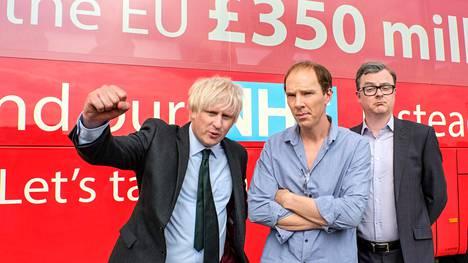 Brexitin puolesta kampanjoineet Boris Johnson (Richard Goulding, vas.), Dominic Cummings (Benedict Cumberbatch) ja Michael Gove (Oliver Maltman) tulivat voittamaan.