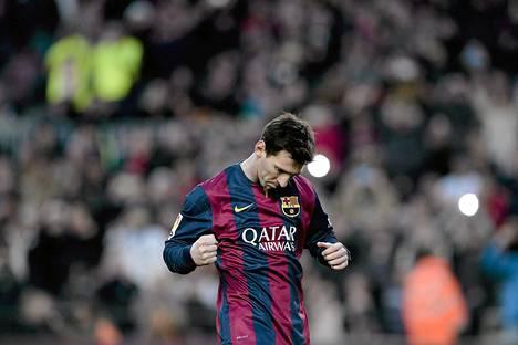 Lionel Messi tuuletti kolmatta maaliaan Levanten verkkoon.