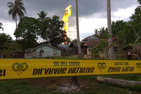 Öljylähde syttyi palamaan Indonesian Peureulakissa tiistai-iltana Suomen aikaa.