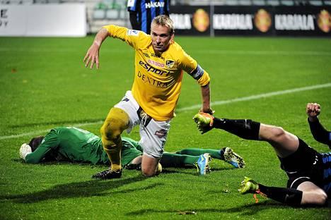 Jussi Vasara teki syyskuun lopulla tärkeän maalin SJK:ta vastaan. Kauden jälkeen sillä ei ollut enää mitään merkitystä.