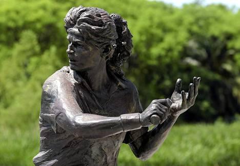 Gabriela Sabatinin patsaalla ei ole enää mailaa.