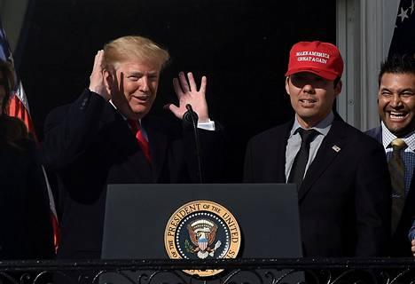 Donald Trump kutsui basellmestarit Valkoiseen taloon ja sai joukkueen paikalle.
