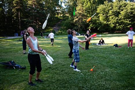 Keilat ovat pallojen ohella yksi suosituimmista jongleeraus-välineistä. Niiden heitteleminen on kuitenkin astetta hankalampaa, sillä niiden on laskeuduttava käteen oikein päin.