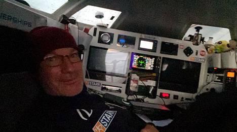 Ari Huusela navigoimassa Stark-veneessään.