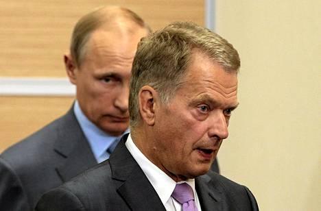 Tasavallan presidentti Sauli Niinistö (oik.) ilmoitti eilen, ettei osallistu voitonpäivän paraatiin Moskovassa. Elokuussa Sotsissa otetussa arkistokuvassa näkyy taustalla Venäjän presidentti Vladimir Putin.
