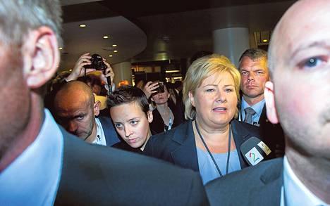 Norjan seuraavaksi pääministeriksi nouseva konservatiivien johtaja Erna Solberg saapui vaalivalvojaisiin Oslossa maanantai-iltana.