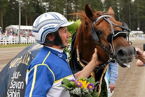Jorma Kontion ohjastama Jokivarren Kunkku voitti suomenhevosten Suurmestaruus-ajon.