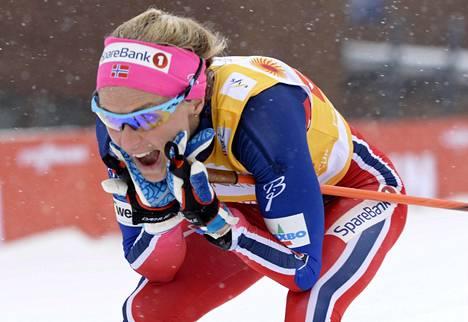 Therese Johaugia hymyilyttää hiihtäessä ja pankkitiliä tutkiessa.