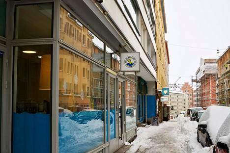 Yksi sulkemisuhan alla olevista Ankkalampi-ketjun päiväkodeista on Helsingin Pursimiehenkadulla. Yhteensä seitsemän päiväkotitilan sulku-uhka johtuu rakennusluvan puutteesta.