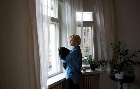 Kaisa Puuronen on enemmän kuin tyytyväinen Helsingin kaupungin asuntoon Kampissa. Ikkunasta näkyy Ressun peruskoulu, jonne Misko-pojalla on lyhyt matka.