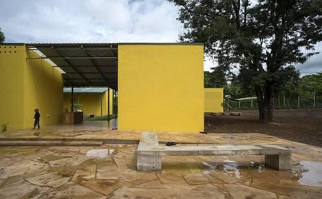 Hollmen Reuter Sandman -toimisto suunnitteli naisten turvakodin Tansanian Moshissa toimivalle Kilimanjaro Women Information Exchange and Consultancy Organisation -kansalaisjärjestölle eli KWIECO:lle. Se valmistui vuonna 2015.