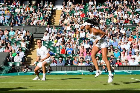 Henri Kontinen ja Heather Watson puolustavat Wimbledonissa sekanelinpelin mestaruutta. Kuva viime vuoden Wimbledonista.
