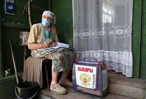 Moskovan alueella on järjestetty liikkuvat äänestysuurnat. Vaalitoimitsijat tulevat kotiin, mikäli ihminen ei syystä tai toisesta pääse vaalipaikalle itse.