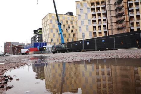 Wood City -kortteliin on rakenteilla kaksi Helsingin kaupungin asuntotuotantotoimiston rakennuttamaa puukerrostaloa, toimistotalo, hotelli ja pysäköintitalo. Kuva on otettu työmaalta lokakuussa.
